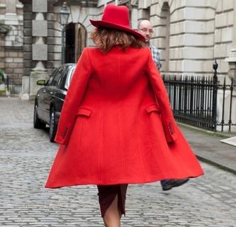 Красное пальто: не остаться незамеченной-430x480