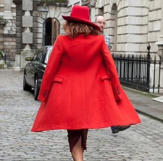 Красное пальто: не остаться незамеченной-320x180