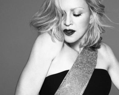 Мадонна снова снялась для Versace-430x480