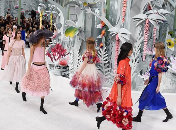 Цветущий сад: шоу Chanel Haute Couture-320x180
