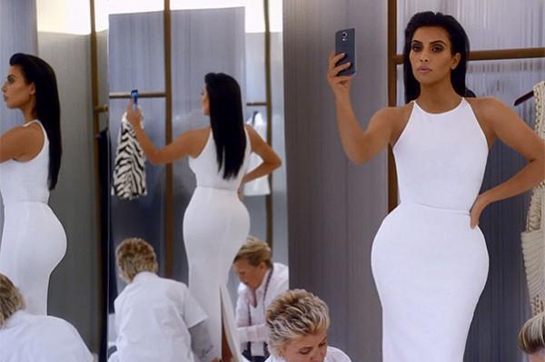 Селфимания: Ким Кардашьян в рекламе T-Mobile-320x180