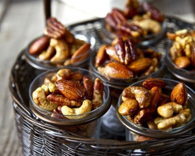 Вкусная закуска: орешки со специями-430x480
