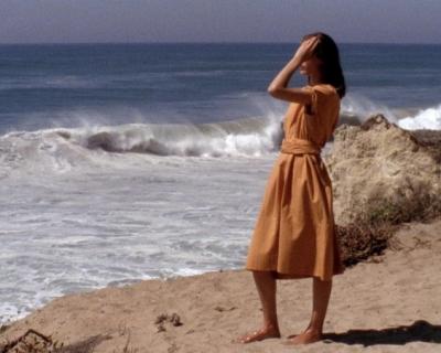 На берегу моря: новый видеоролик от Herm?s-430x480