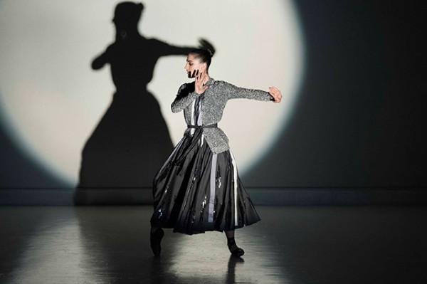 Эмоция звука: танцевальное видео от Bottega Veneta-320x180