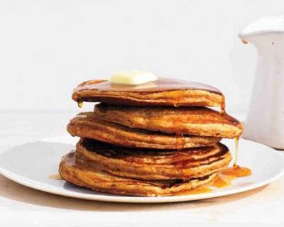 Вкусный завтрак: имбирные оладьи с медом-430x480
