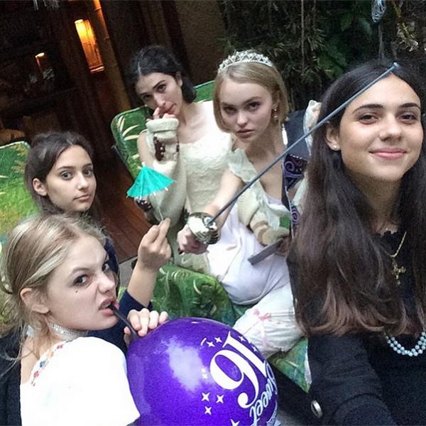 Лили-Роуз Депп отметила свой 16-й день рождения-320x180