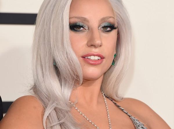 Какое свадебное платье выберет Леди Гага?-320x180