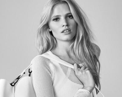 Лара Стоун в летнем кампейне Calvin Klein Jeans-430x480