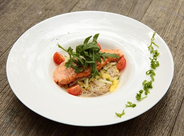 Рецепт недели: салат из норвежской семги-гриль