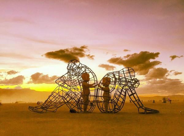 """инсталляция """"Любовь"""""""