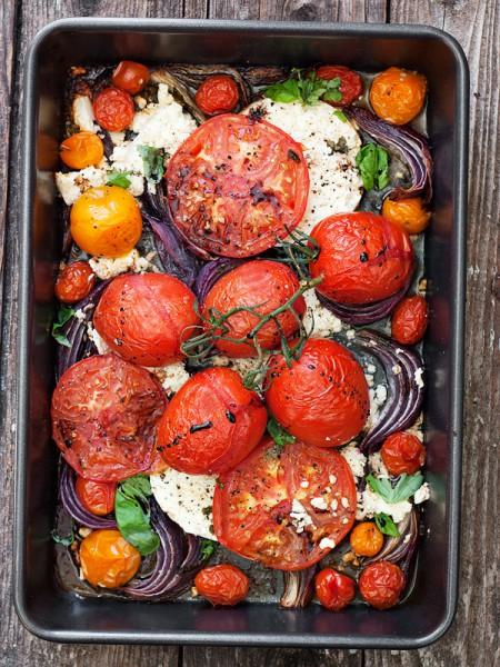 теплый салат с помидорам и фетой