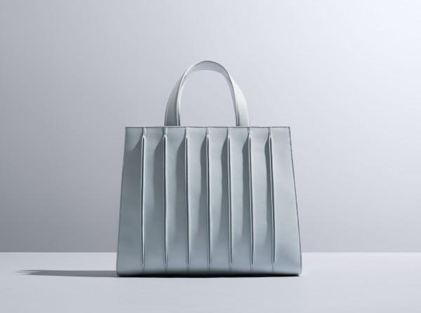 Вещь дня: архитектурная сумка MaxMara-320x180