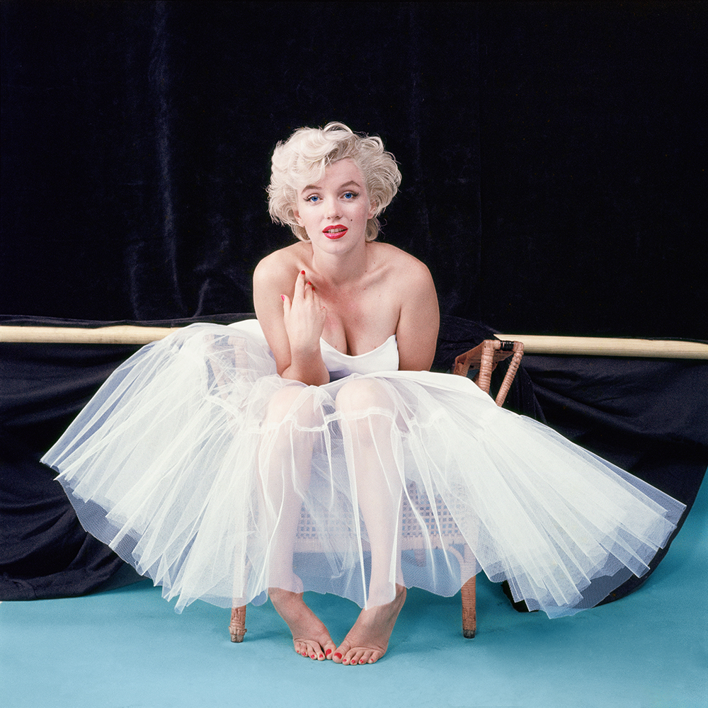 1453506793-1453502720-1453489791-1453414252-hbz-marilyn-as-ballerina-awaiting-her-cue-ny-1954-milton-h-greene-archive-images