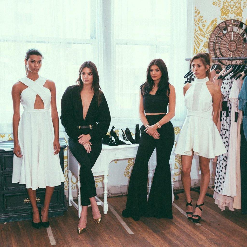 Кендалл и Кайли Дженнер представят свою коллекцию на Неделе моды в Нью-Йорке-320x180