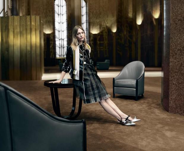 Весна в стиле Prada: Пивоварова и Водянова в объективе Стивена Мейзела-320x180
