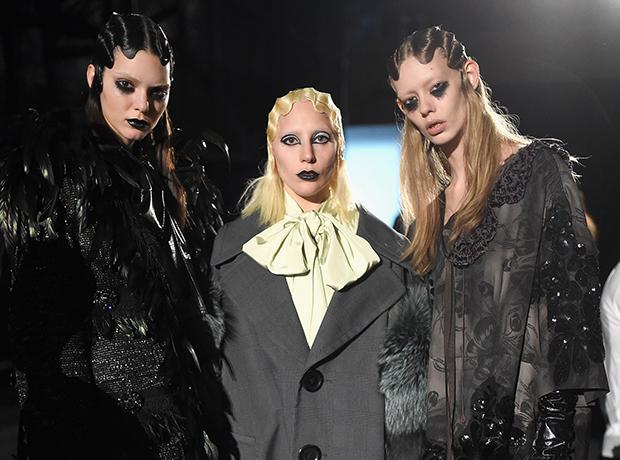 Леди Гага приняла участие в показе Marc Jacobs, fw '16-320x180