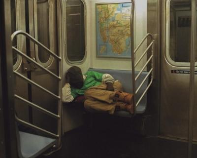 Фотограф Диана Кунст создала серию снимков, посвященных нью-йоркскому метро-430x480