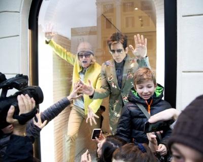 Бен Стиллер и Оуэн Уилсон появились в витрине бутика Valentino-430x480