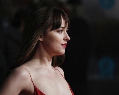 Платья с красной дорожки BAFTA-2016-430x480
