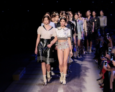 Море зовет: коллекция Tommy Hilfiger на неделе моды в Нью-Йорке-430x480