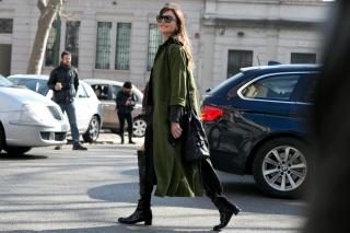 Равняйсь: героини street style выбирают милитари