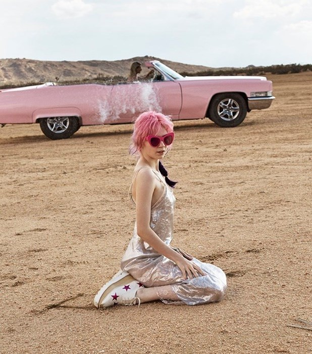Певица Grimes стала лицом аромата Stella McCartney-320x180