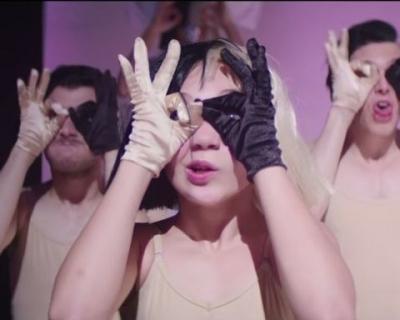 Видео: Мэдди Зиглер в новом клипе Sia-430x480