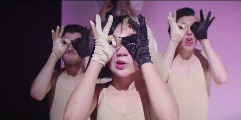 Видео: Мэдди Зиглер в новом клипе Sia-320x180