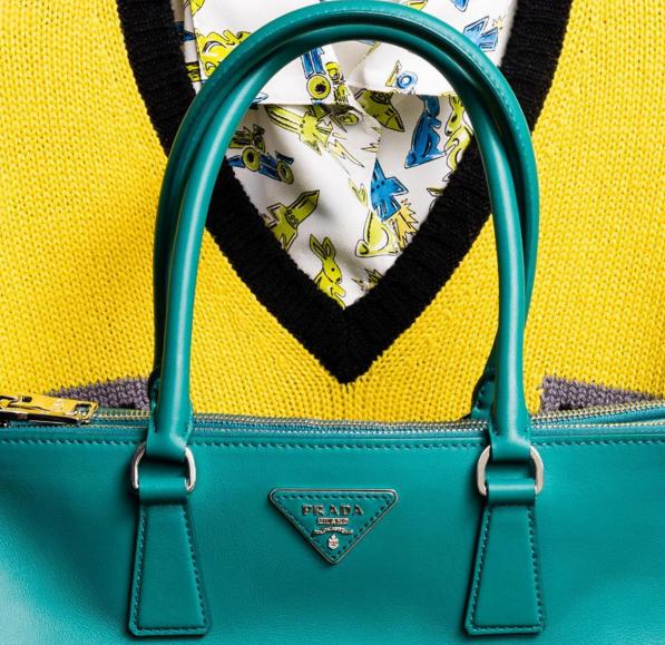 Prada представили новые модели сумок-320x180