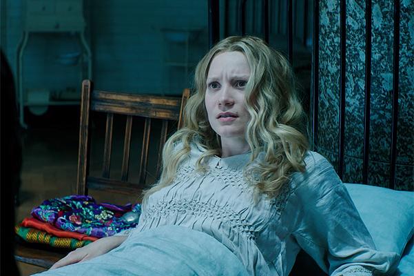 Джонни Депп и Миа Васиковска в расширенном трейлере «Алисы в Зазеркалье»-320x180