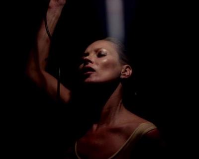 Премьера дня: Кейт Мосс в клипе Massive Attack-430x480