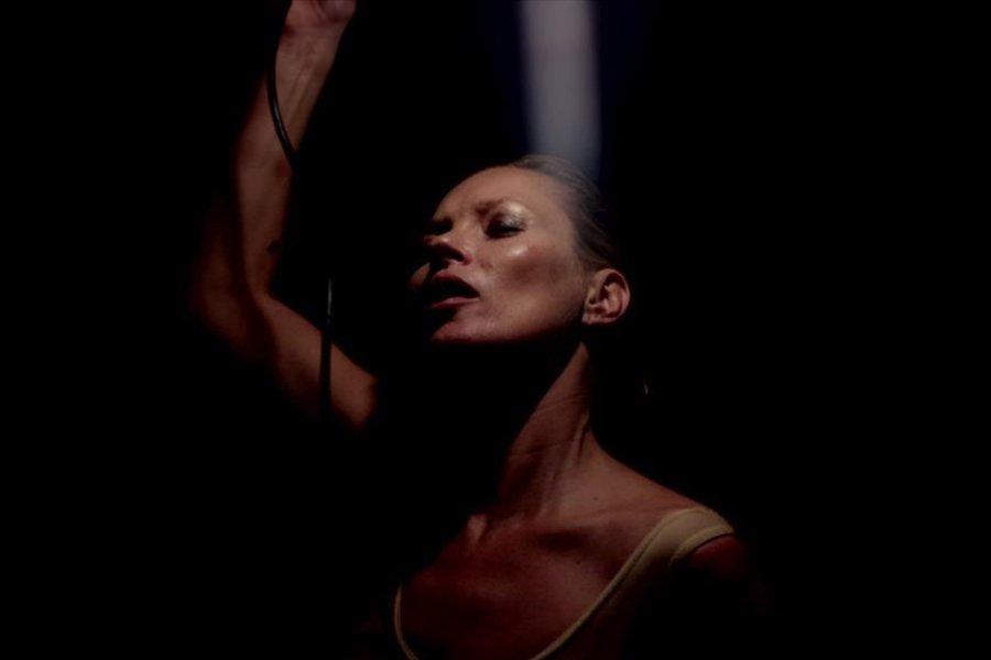 Премьера дня: Кейт Мосс в клипе Massive Attack-320x180