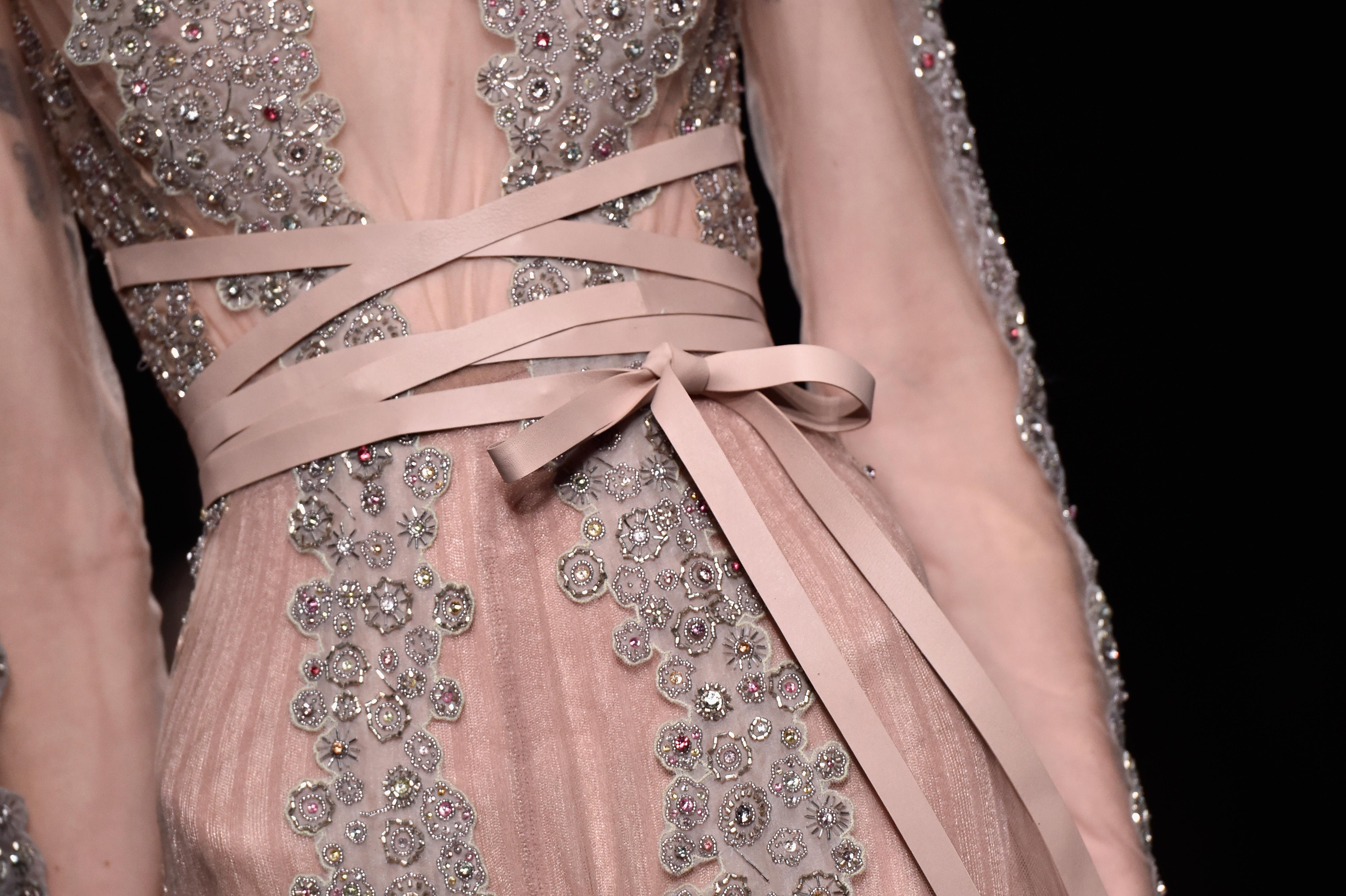Неделя моды в Париже: показ Valentino fw '16-320x180