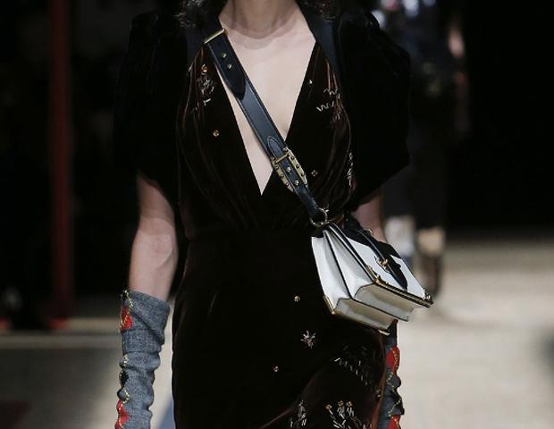Модный Дом Prada представил сумки Pionnière и Cahier-320x180