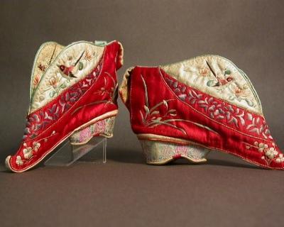 Самые странные туфли в истории моды-430x480