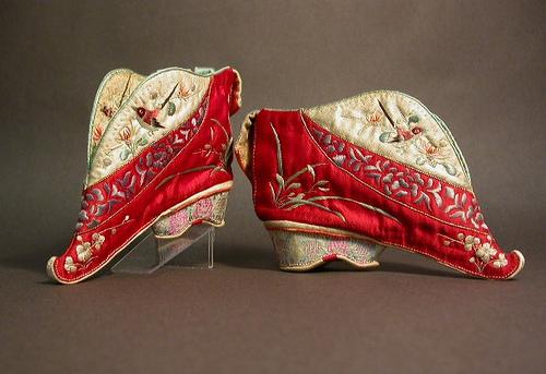 Самые странные туфли в истории моды-320x180