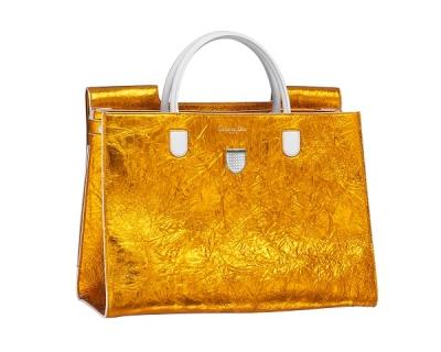 Вещь дня: золотая сумка Christian Dior-430x480