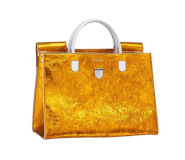 Вещь дня: золотая сумка Christian Dior-320x180