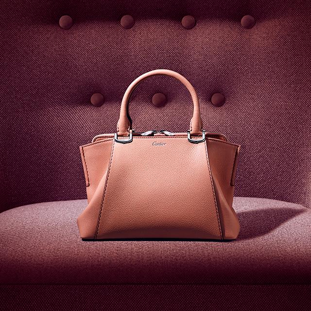 C de Cartier в миниатюре: Cartier перезапустили свою линейку сумок-320x180