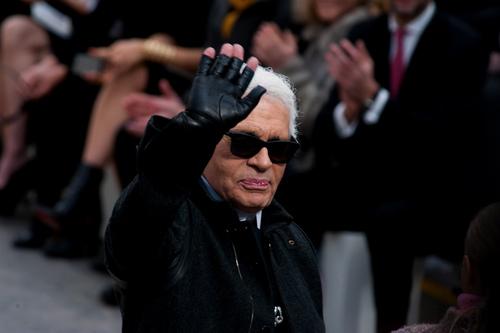 Карл Лагерфельд остается в Chanel-320x180