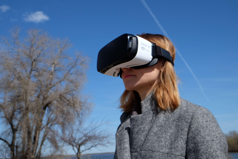 Редакция тестирует: очки виртуальной реальности Samsung Gear VR-320x180