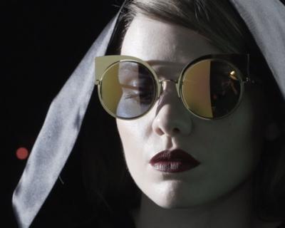 Видео: Беатрис Мартен в рекламе очков Fendi EyeShine-430x480