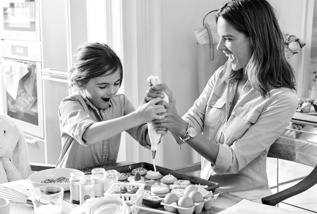 Алессандра Амбросио c дочерью в рекламной кампании Michael Kors