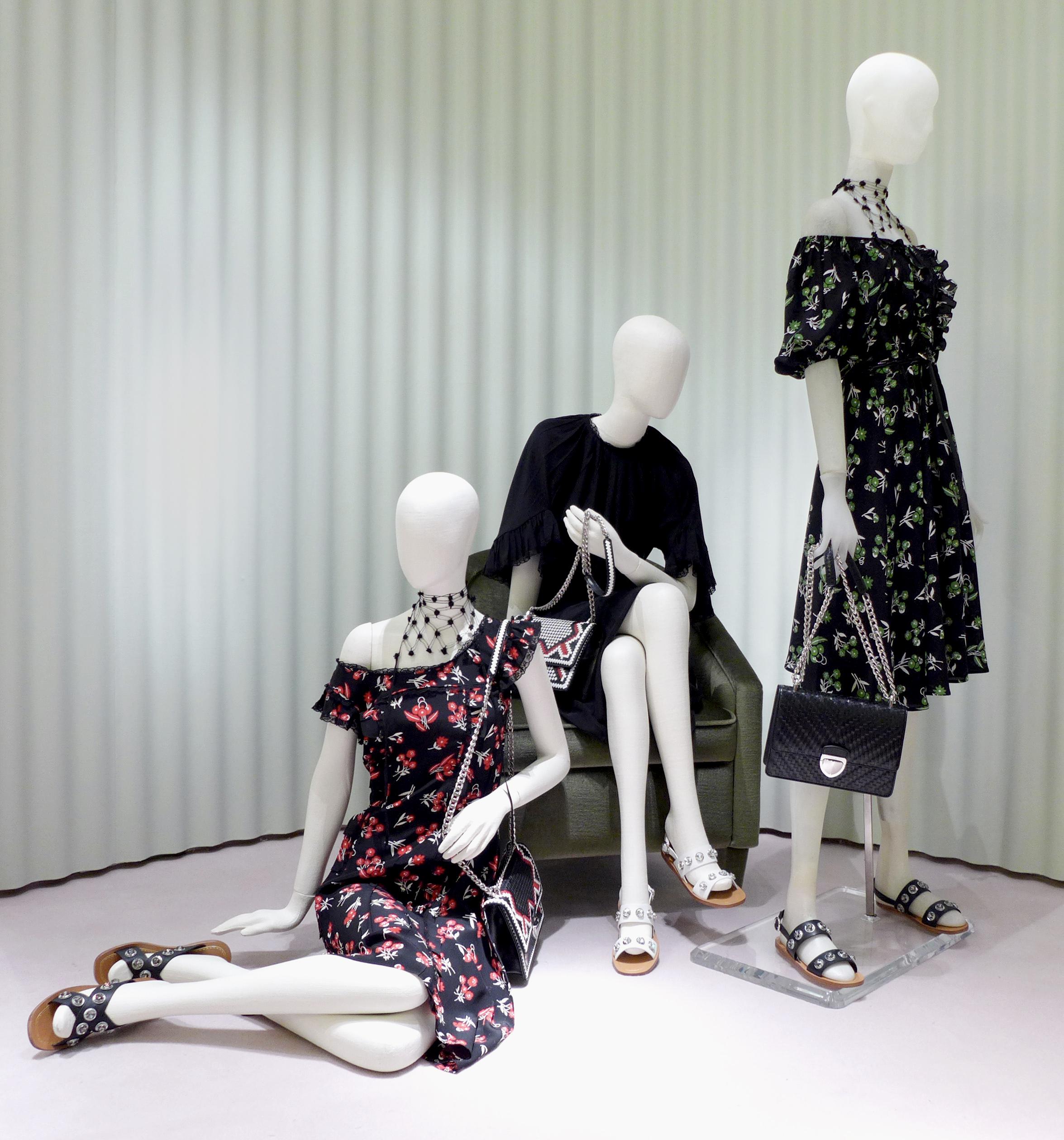 Prada представили капсульную коллекцию в цветочных принтах-320x180