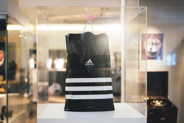 Adidas отказался от пластиковых пакетов-320x180