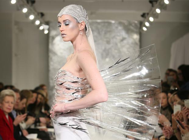 Футуристичные свадебные платья Theia: для межгалактического союза-320x180