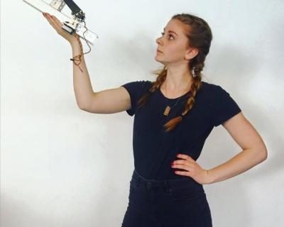 Симон Гирц − королева роботов и YouTube-430x480
