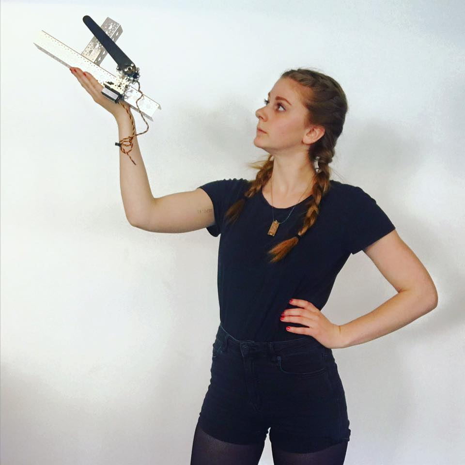 Симон Гирц − королева роботов и YouTube-320x180