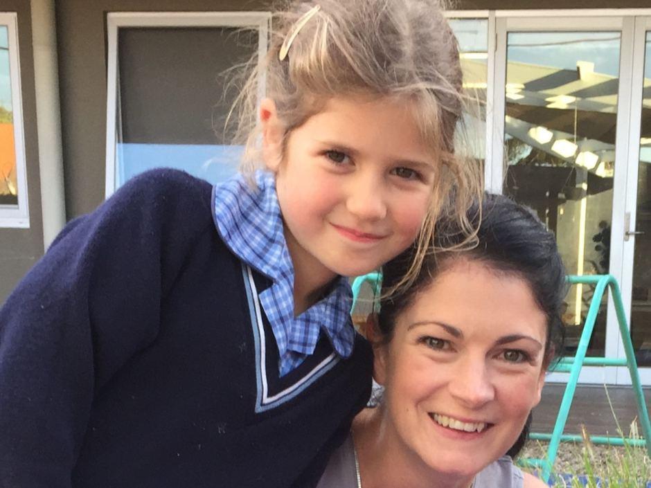Girl power: 6-летняя девочка отвоевала право носить в школе брюки-320x180