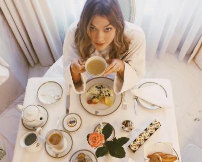 Как едят супермодели: простые советы от Миранды Керр и Карли Клосс-430x480